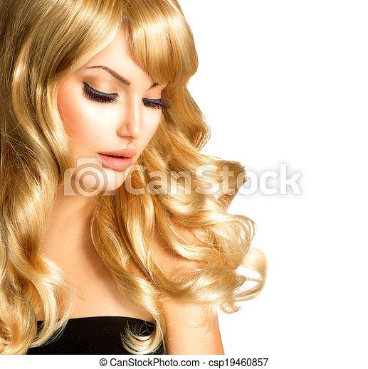 Mujer rubia hermosa. Hermosa chica con el pelo largo y rubio rizado - csp19460857