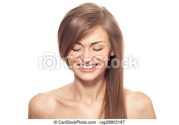 Hermosa mujer sonriente. Cabello largo saludable. - csp28803187