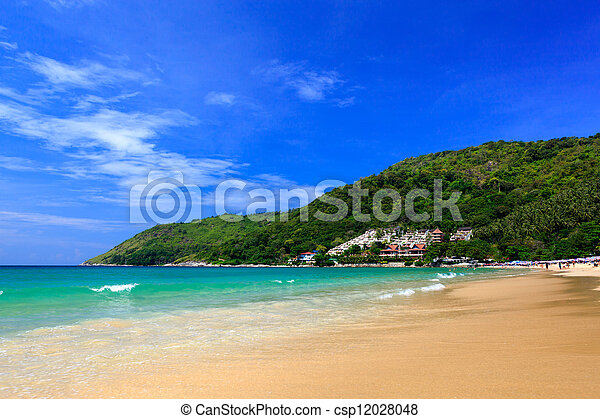 Hermosa playa de verano en Phuket, Tailandia - csp12028048