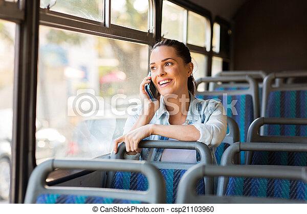 hermoso, viajero, hablar, teléfono celular, hembra - csp21103960