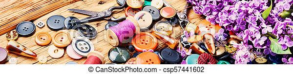 Herramientas para la sucursal lila de costura - csp57441602