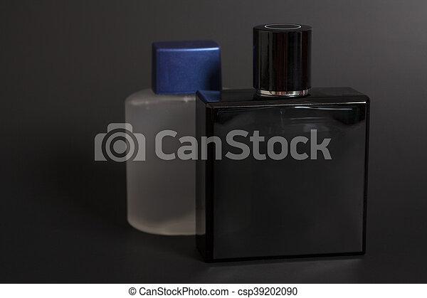 parfym svart flaska