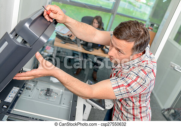 herstelling, fotokopieerapparaat, man - csp27550632