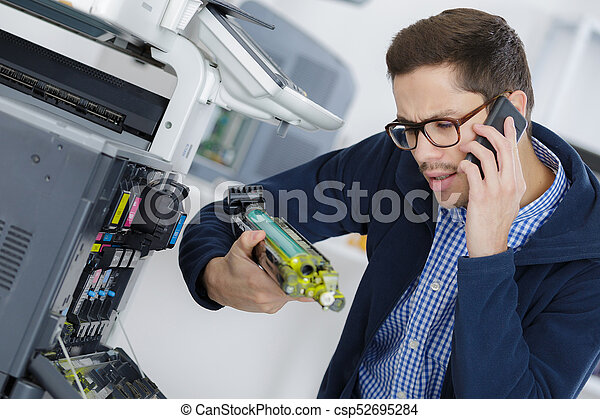 herstelling, jonge, fotokopieerapparaat, machine, digitale , technicus, mannelijke  - csp52695284