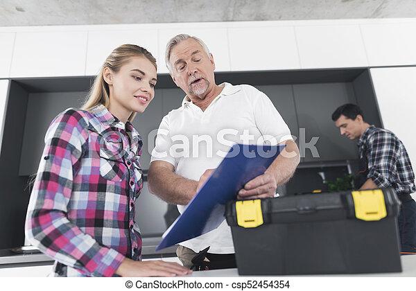 herstelling, vrouw, vorm, tekens & borden, werken, bejaarden, zijn, plumbers., leeg, houden, hands., man - csp52454354