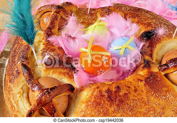 hervido, mona, plumas, huevos, de, algunos, tradicional, pascua, lunes, comido, pastel, adornado, españa, pascua, típico - csp19442036