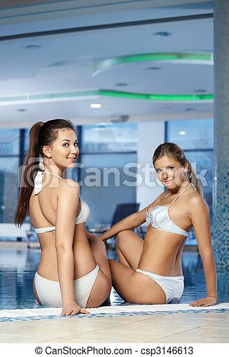het baden, meiden, aantrekkelijk, kostuums - csp3146613