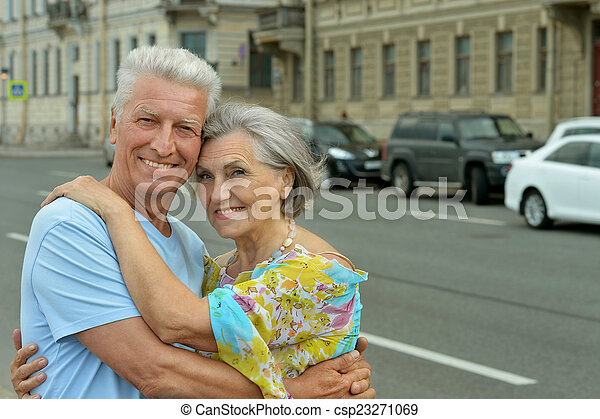 het glimlachen, ontslag nam koppel - csp23271069