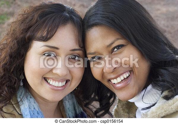 het glimlachen, vrienden - csp0156154