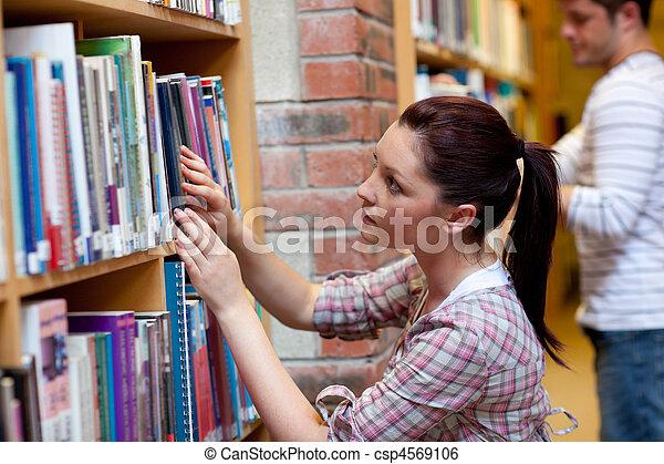 het kijken, boek, vrouw, jonge, mooi - csp4569106
