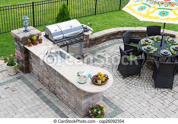 Het openlucht dineren tafel bedekte terras keuken buiten