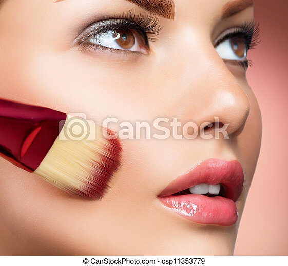 het toepassen van samenstelling, base, perfect, cosmetic., make-up. - csp11353779