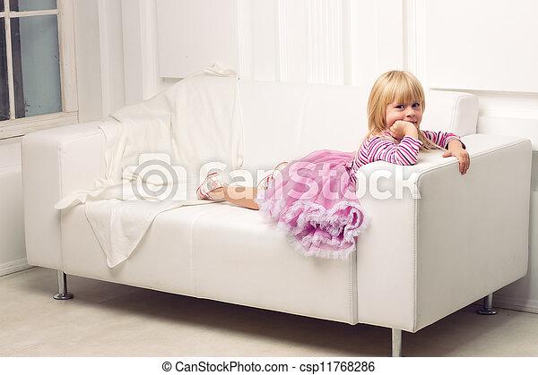 heureusement, sofa, peu, poser, girl - csp11768286