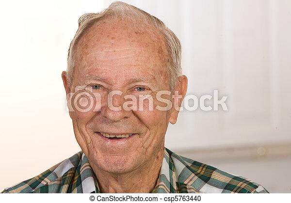 heureux, homme aîné, citoyen - csp5763440