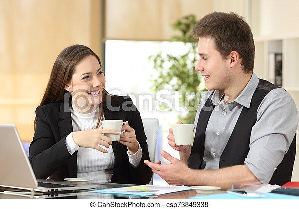 heureux, ouvriers, conversation, bureau, café, boire - csp73849338