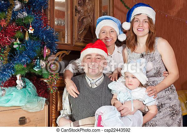heureux, portrait, noël, famille, chapeaux - csp22443592