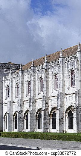 El monasterio jeronimos o el monasterio jeronimos está localizado en Lisboa - csp33872772