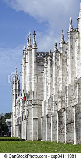 El monasterio jeronimos o el monasterio jeronimos está localizado en Lisboa - csp34111381