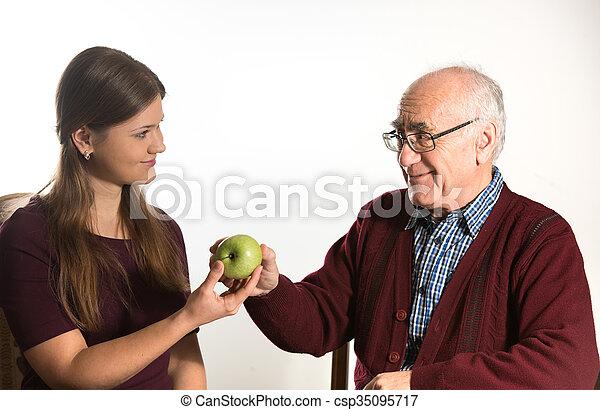 junge mann ältere frau