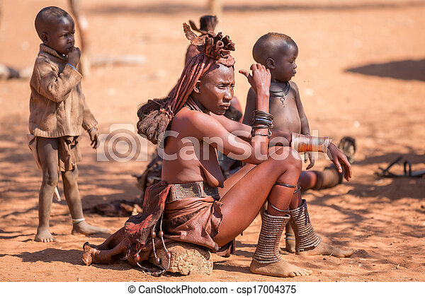 Himba-Frauen - csp17004375