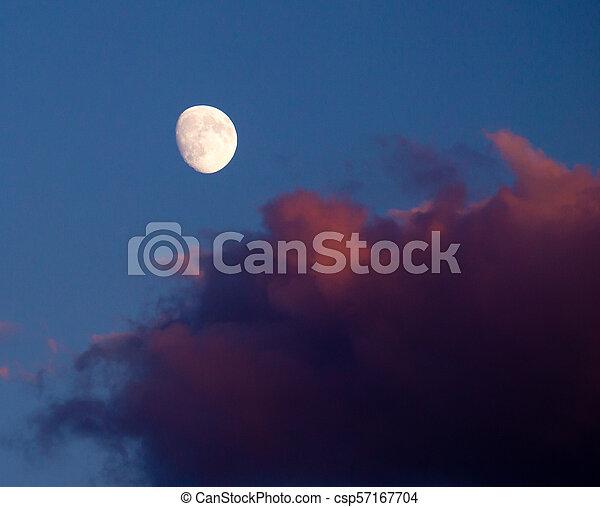himmelsgewölbe, rotes , wolke, mond - csp57167704