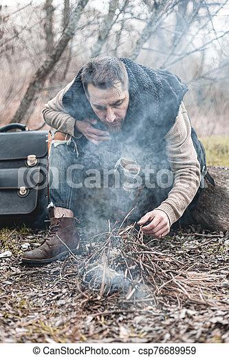 himself., 小さい, 写真, 暖まること, 株, 人, 自然, 火, モデル - csp76689959