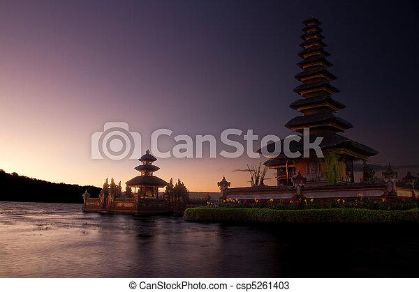 Hindu temple Ulun Danu Bratan - csp5261403