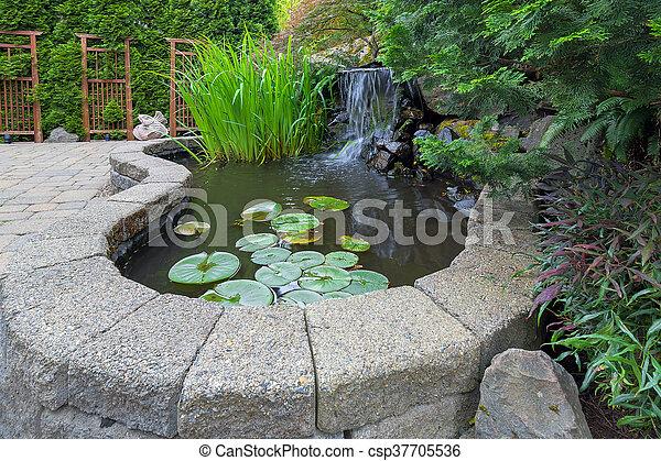 Hinterhof wasserfall gartenteiche betriebe kleingarten pflasterer wasser gartengestaltung - Gartenteiche fotos ...