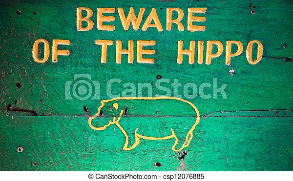 hippopotame, prendre garde - csp12076885