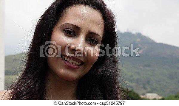 Mujer hispana sonriente - csp51245797