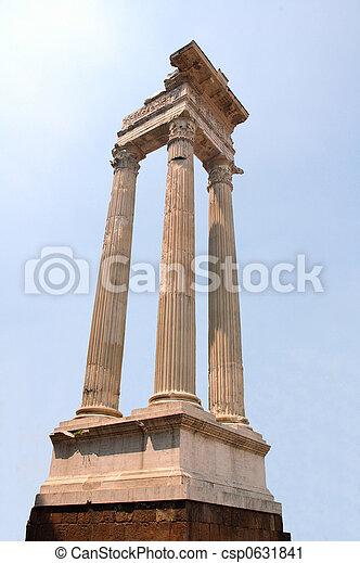 Romanische Kolonnen in der Hist - csp0631841