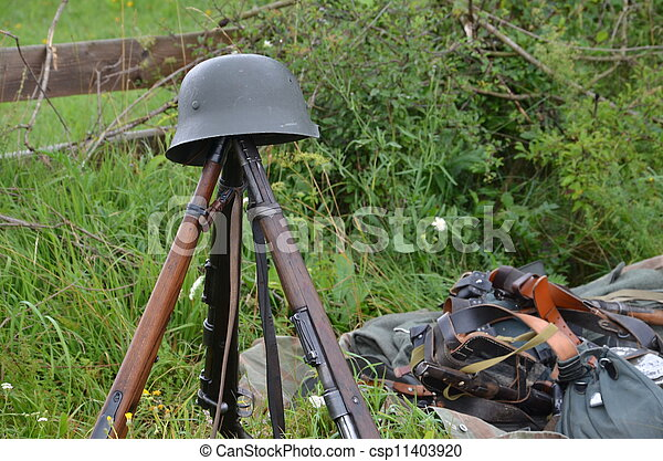 Historic guns (ww2) delayed on the meadow - csp11403920