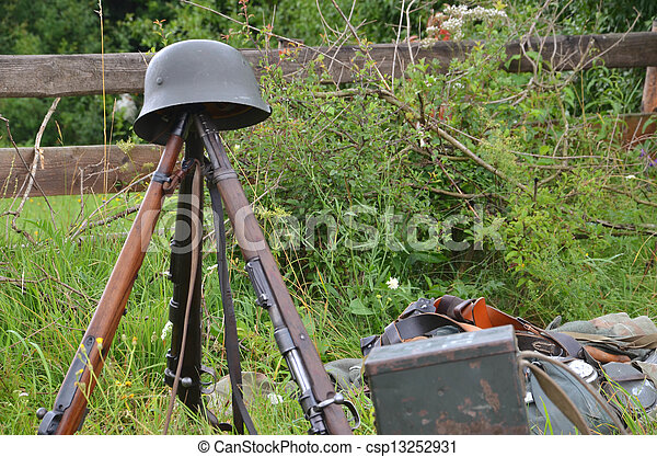 Historic guns (ww2) delayed on the meadow - csp13252931