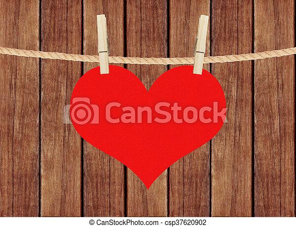 hjärta, trä, över, hänga, bakgrund, plankor, röd, klädnypor - csp37620902