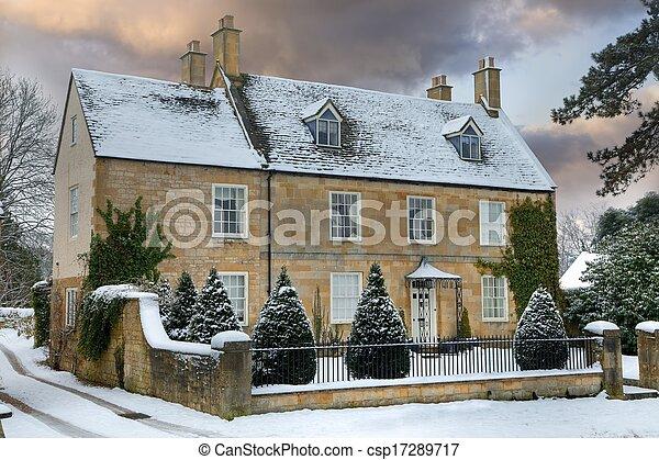 Cotswold a casa con nieve - csp17289717