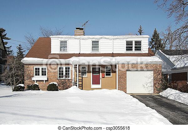 Casa suburbana de ladrillo rojo - csp3055618