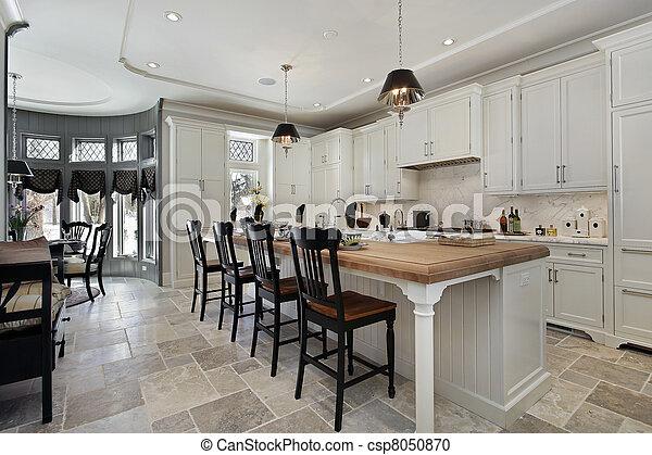 Cocina en casa de lujo - csp8050870