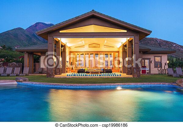 Lujo a casa con piscina - csp19986186
