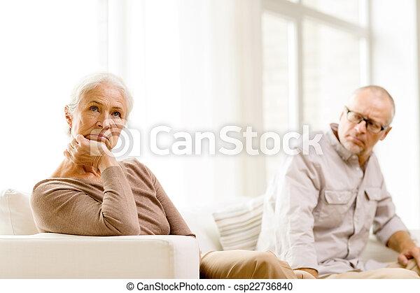 hogar, sofá, pareja, 3º edad, sentado - csp22736840