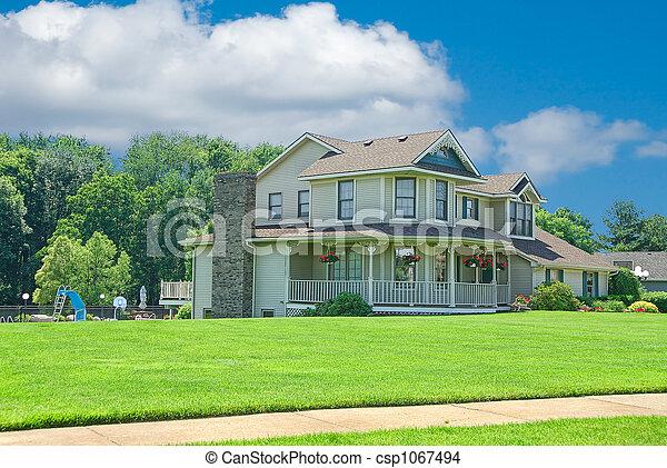 Suburban a casa - csp1067494