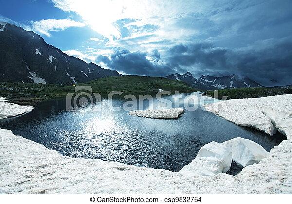 hoge bergen, meer - csp9832754