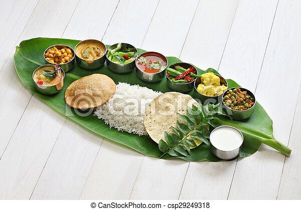 Comida india del sur sobre hojas de plátano - csp29249318