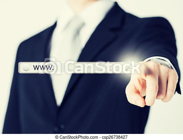 Hombre de negocios pulsando botón de búsqueda - csp26738427