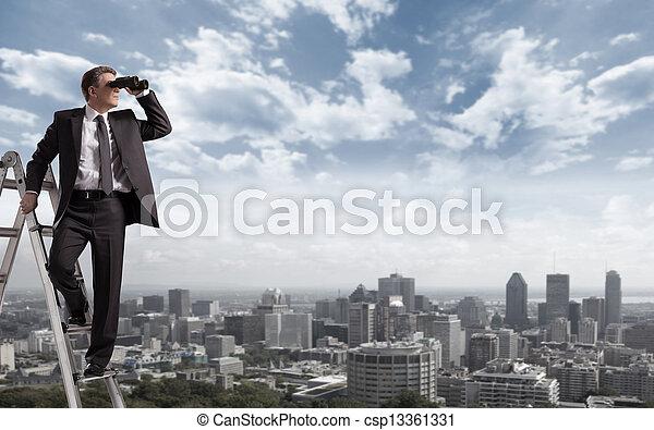 Hombre de negocios con binoculares. - csp13361331