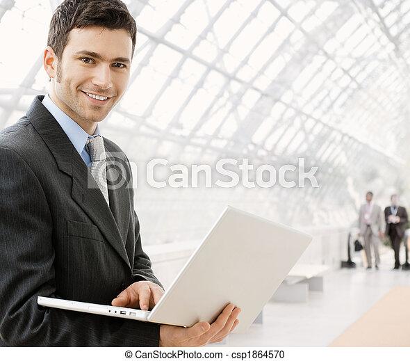 hombre de negocios, computador portatil, utilizar - csp1864570