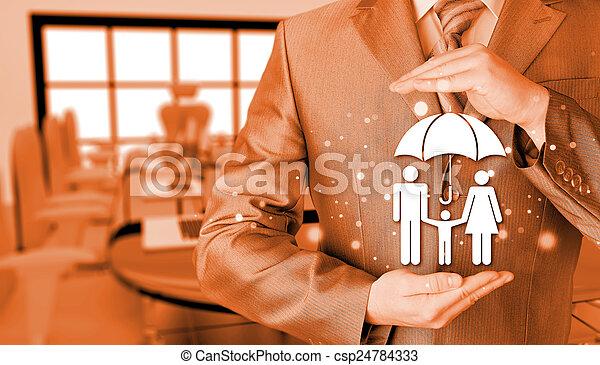 Hombre de negocios protegiendo el concepto de seguro familiar - csp24784333