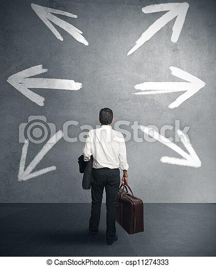 Hombre de negocios con diferentes destinos - csp11274333