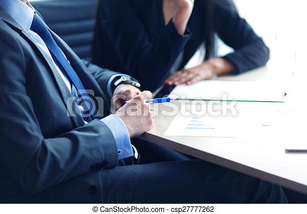 hombre de negocios, escritorio - csp27777262
