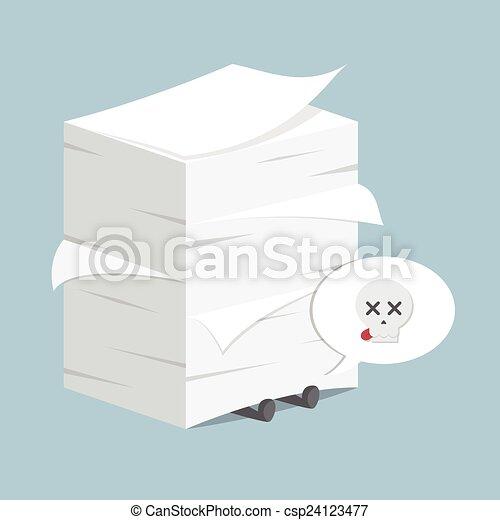 Hombre de negocios bajo la pila de papel - csp24123477