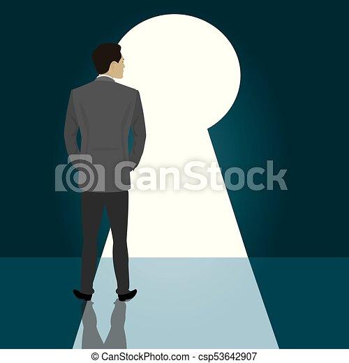 Hombre de negocios de pie puerta principal cerradura - csp53642907